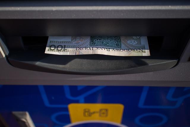 学生もクレジットカードで海外キャッシングが可能