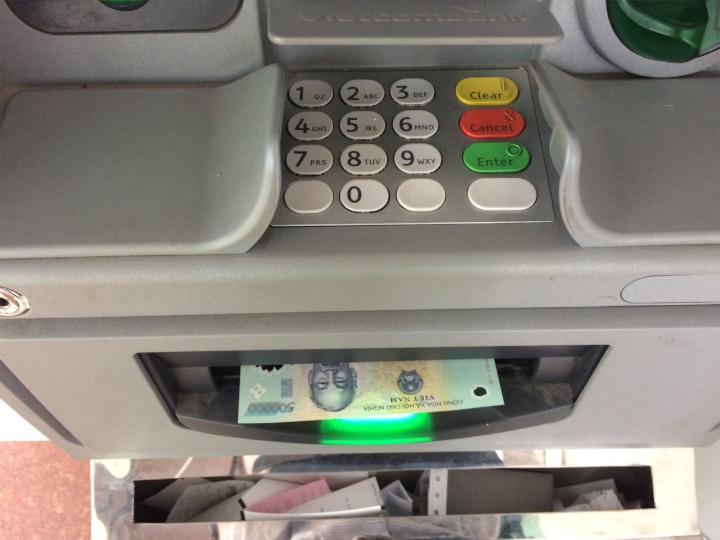 ATMから出てくるドン